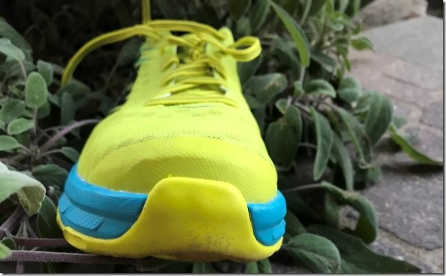 hoka-carbon-rocket-vista-frontale